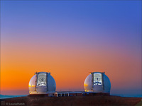 LH0700c_Twin Keck Sunset